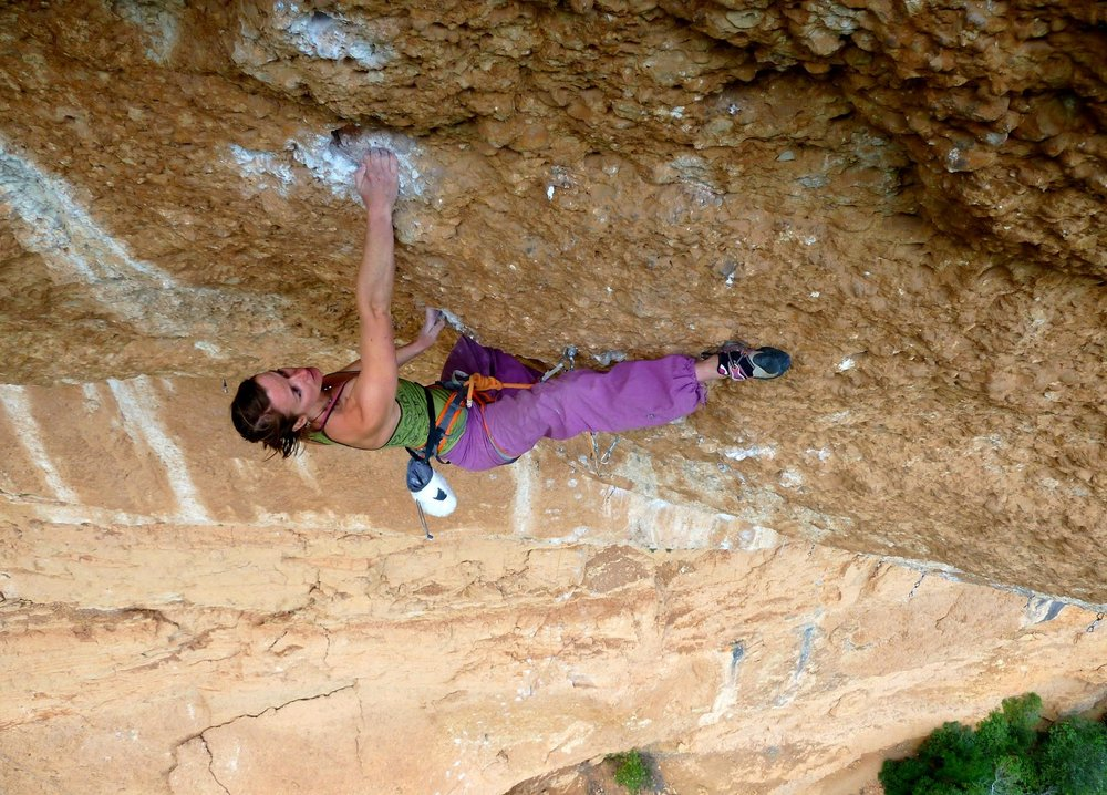 Florence Pinet on Coma Sant Pere, 8c+, Margalef, 191 kb