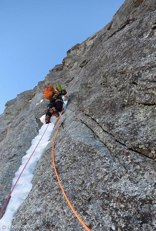Luka Lindic leading a beautiful ice ribbon on Rolling Stones, Grandes Jorasses North Face, 136 kb