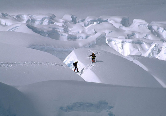 Climbers on Everest Icefall., 46 kb