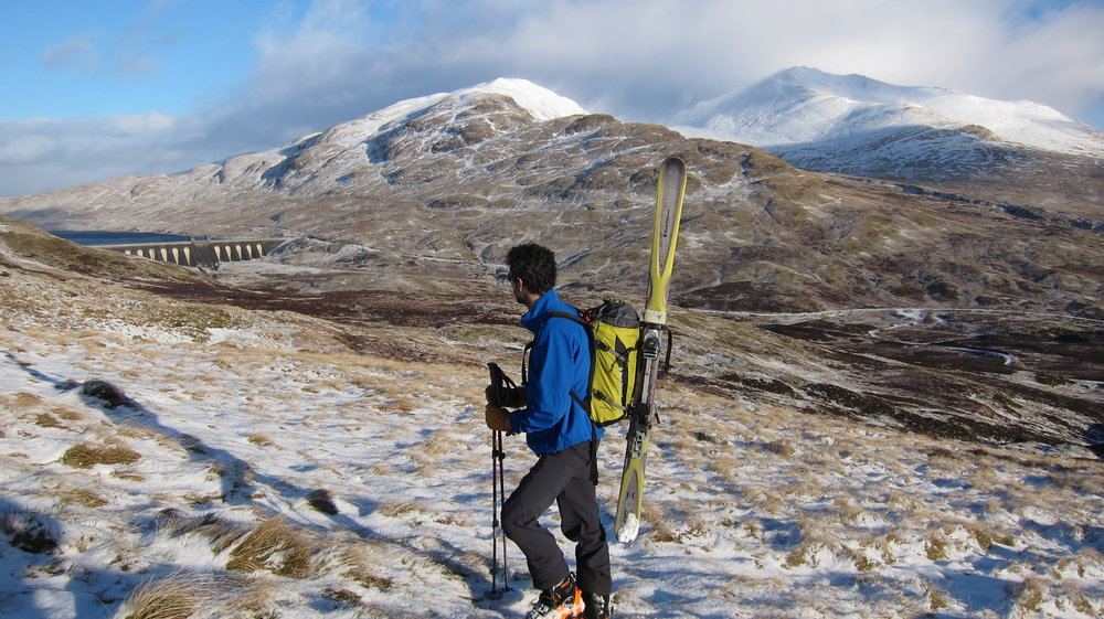 Hiking in search of snow above the Lairige reservoir, 174 kb
