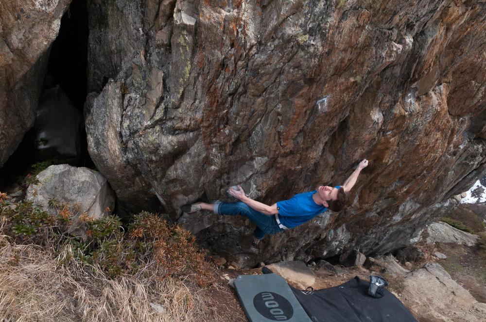 Martin Keller on Gepresster Hase, ~8C, Sustenpass, Switzerland, 231 kb