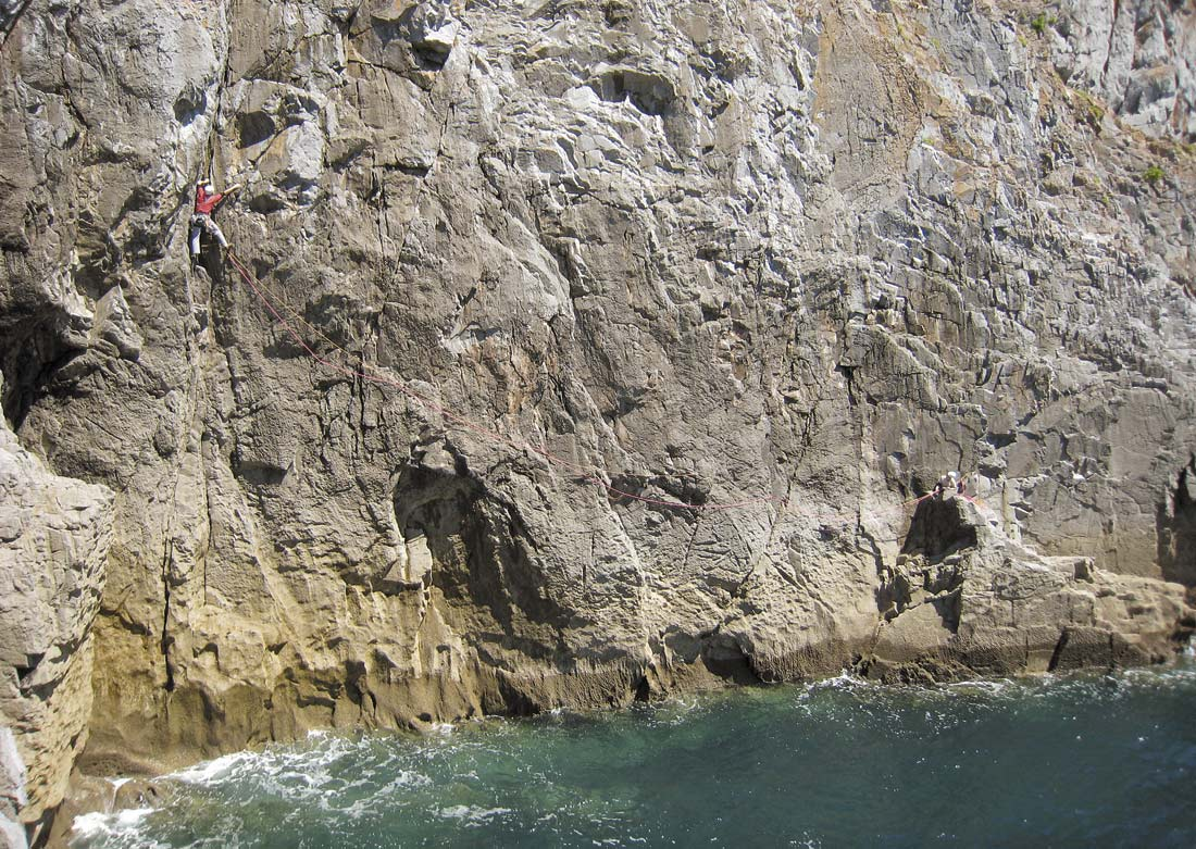 Rob Howell finishing Riders of the Storm (HVS) at Stennis Head. Photo: Tim Wilkinson, 235 kb