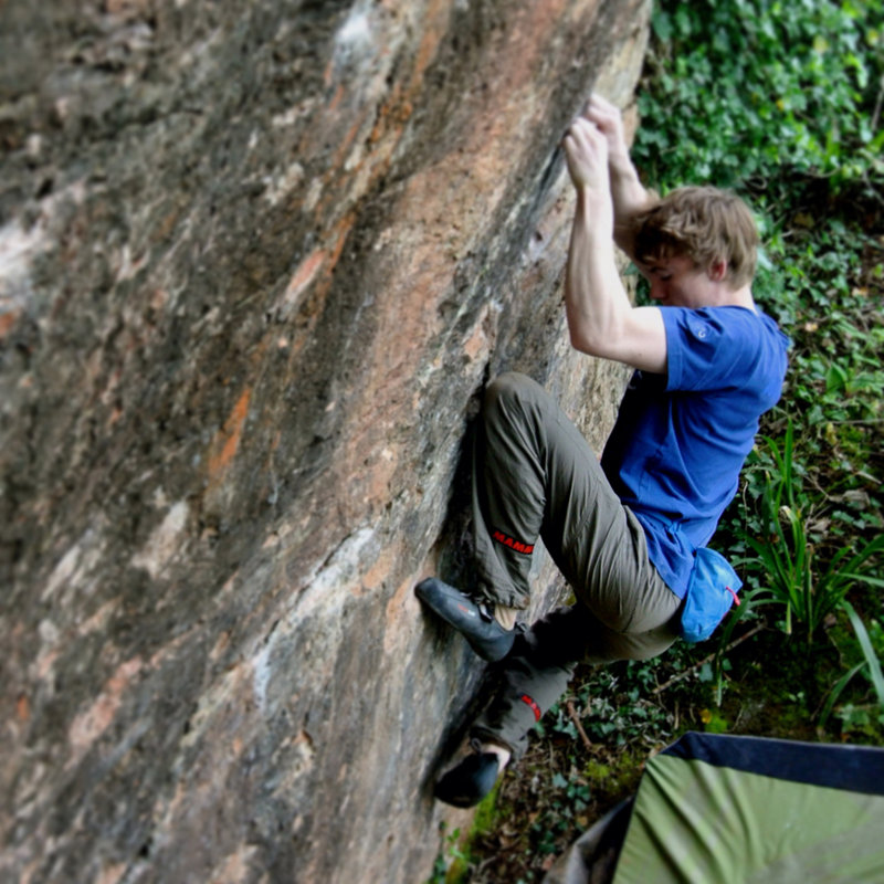 Ellis making the FA of Triple Trouble, an 8A link-up at Churlston Cove, 171 kb