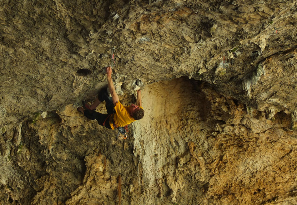 Alex Barrows onsighting the steep Eclipse Cerebral, 8b, Rodellar, 225 kb