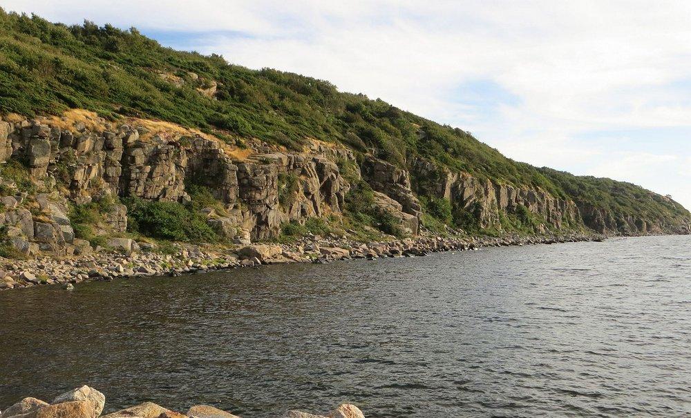 The sea cliffs of Vang, 175 kb