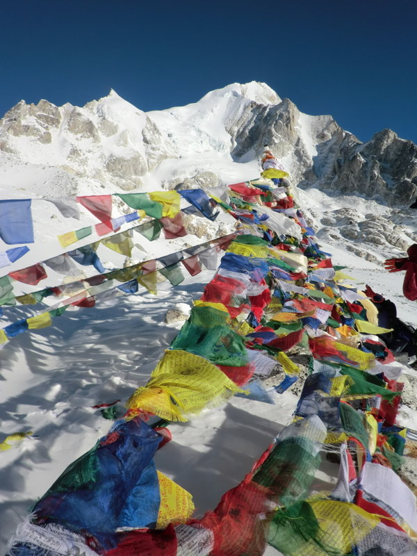 Prayer flags on Larkye Pass, 135 kb