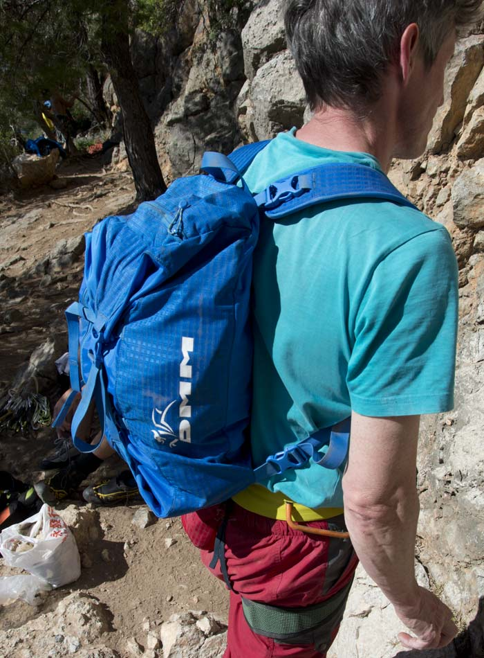 DMM Classic Rope Bag - Back carrying method, 114 kb