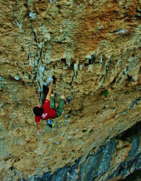 Tom Bolger redpointing Seleccio Natural, 9a, Santa Linya, 154 kb