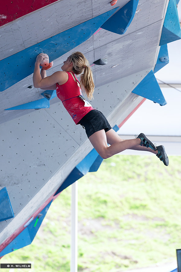 Shauna Coxsey competing in the 2014 Vail IFSC World Cup, 166 kb