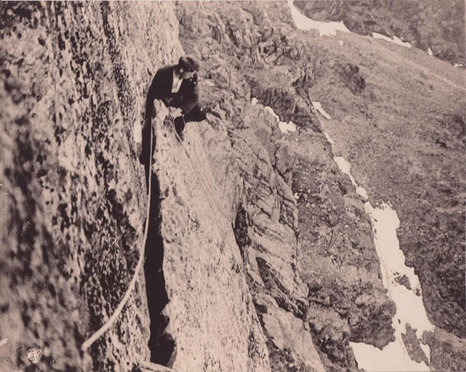 Herford astride the Great Flake, July 1913, 195 kb