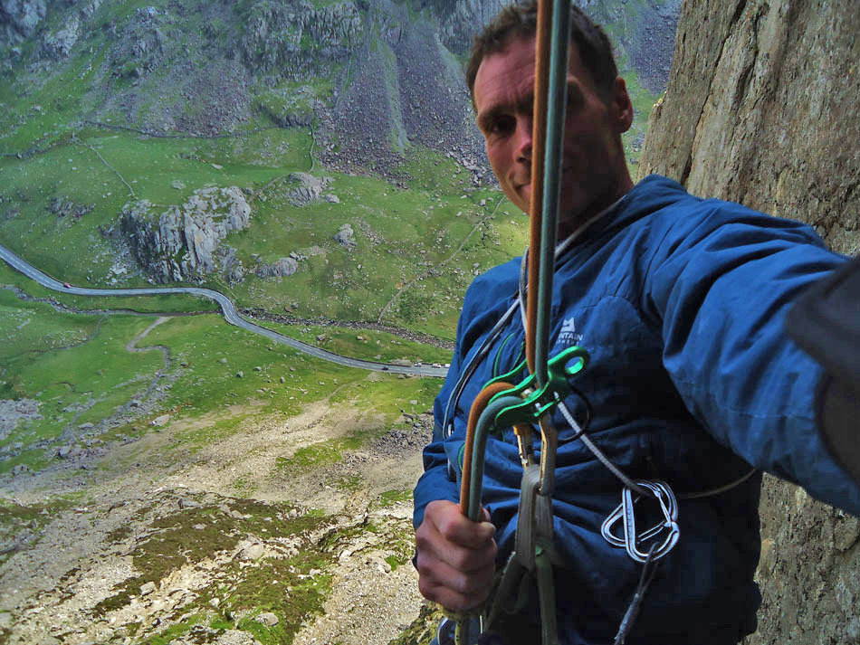 Abseiling with the Wild Country Pro Guide Lite Belay Device, 231 kb