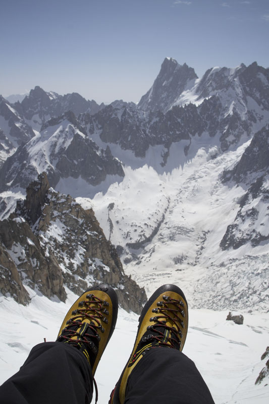 The Cube GTX looking over at the Grandes Jorasses, Mont Blanc Range, 97 kb
