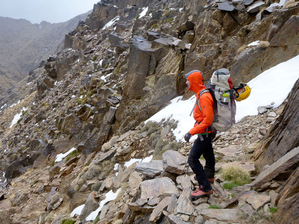 George Cave mountaineering in Morocco in the Mountain Hardwear Quasar Hybrid Pullover, 252 kb