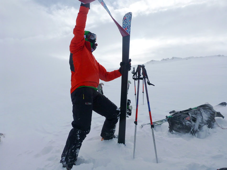 George Cave skiing in the Mountain Hardwear Quasar Hybrid Pullover, 86 kb