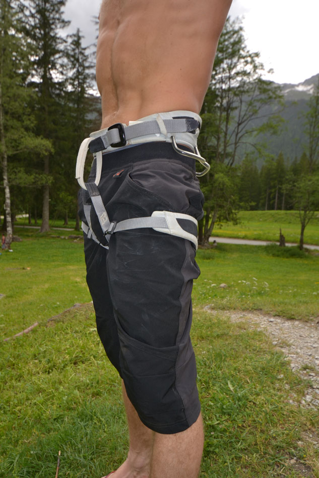 The Wild Country Men's Session Short with a harness, 143 kb