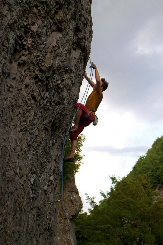 Rob Greenwood appreciating the good handling of the Infinity on Stone The Loach, 7c, Chee Dale, 116 kb