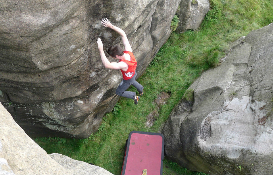 Dan Varian taking the lob high up off Hobbie Noble, 8B, Christianbury Crags, 221 kb