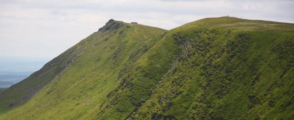 The pointed summit of Craig Berwyn (left) and nearby Cadair Berwyn, 81 kb
