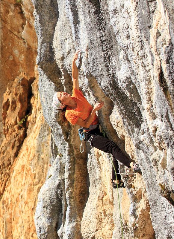 Gema Lanza climbing in the amazing Desfiladero de la Hermida, 222 kb