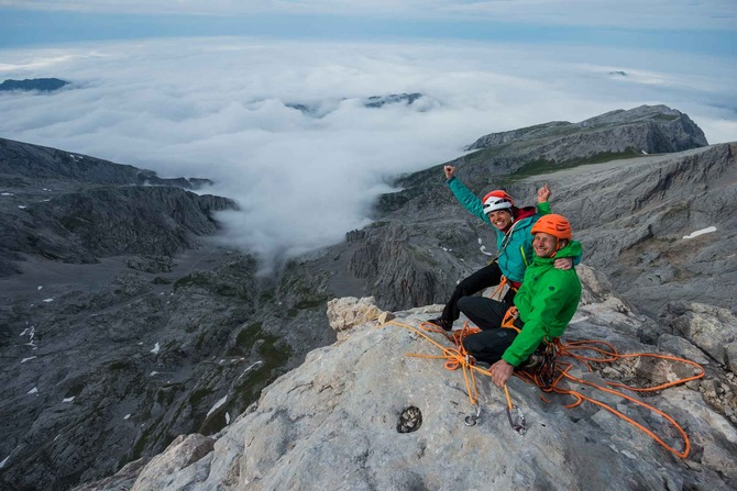 Nina Caprez and Cédric Lachat on top Naranjo de Bulnes, 2529m, 92 kb