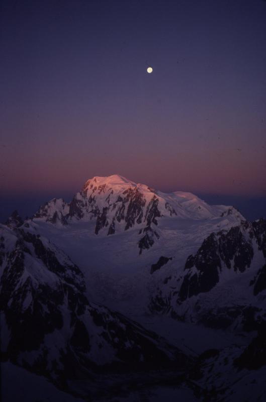 Sunrise on Mt Blanc from Les Courtes, 117 kb