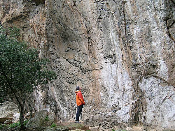 Andy Hyslop standing underneath the steep crag at S'estret (before it fell down)., 95 kb