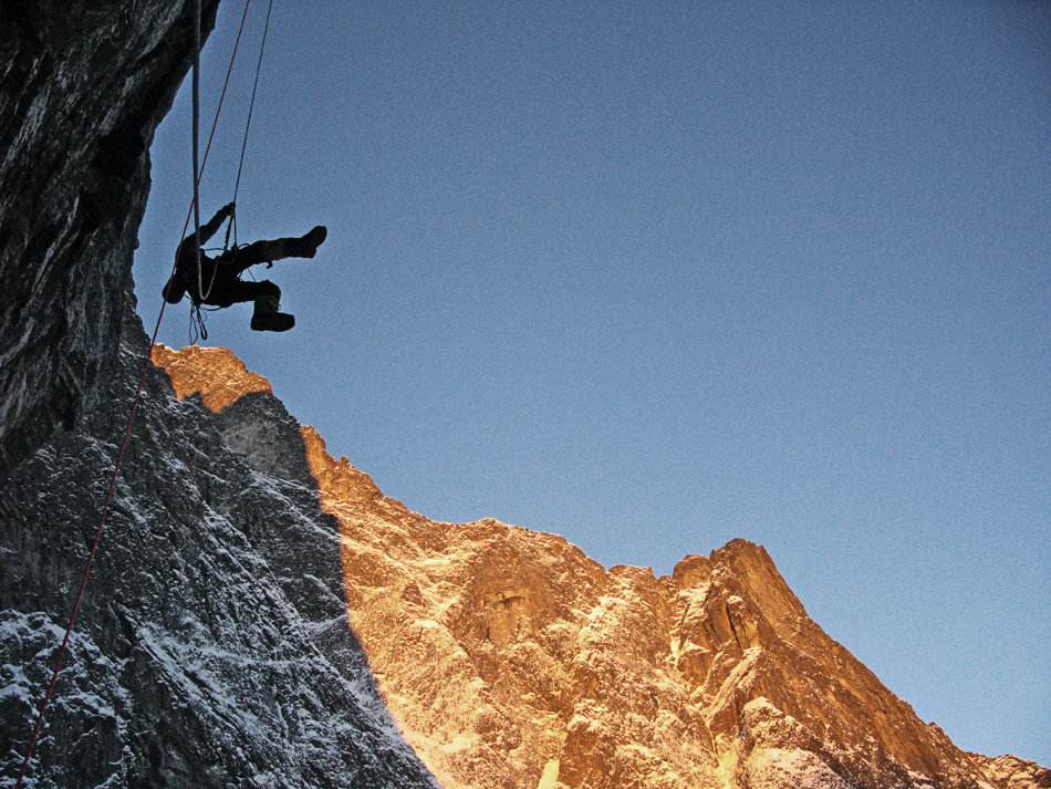Aleks Gamme jugging fixed lines on the Troll Wall in winter, 222 kb