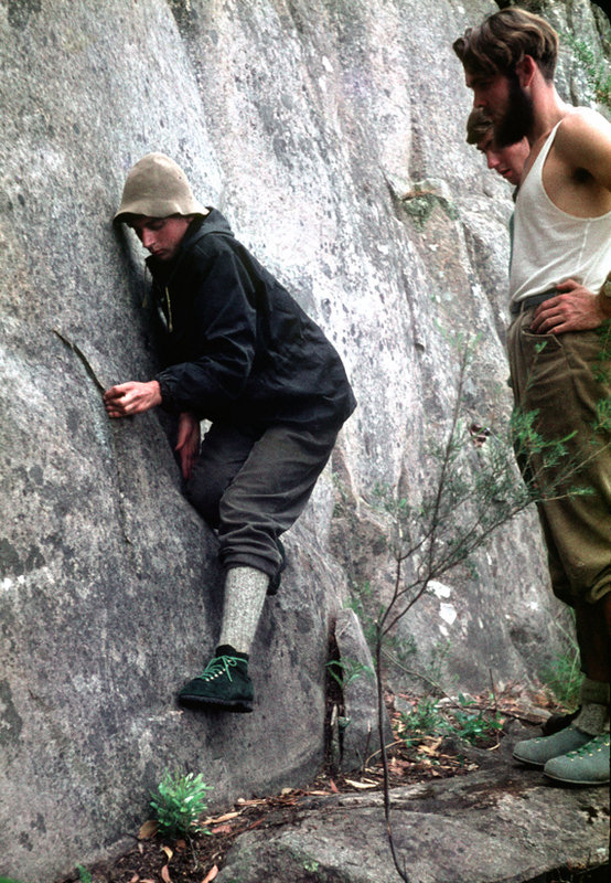 Greg Lovejoy bouldering at Mount Rosea, the infamous kletterschuhe featuring once-again, 159 kb