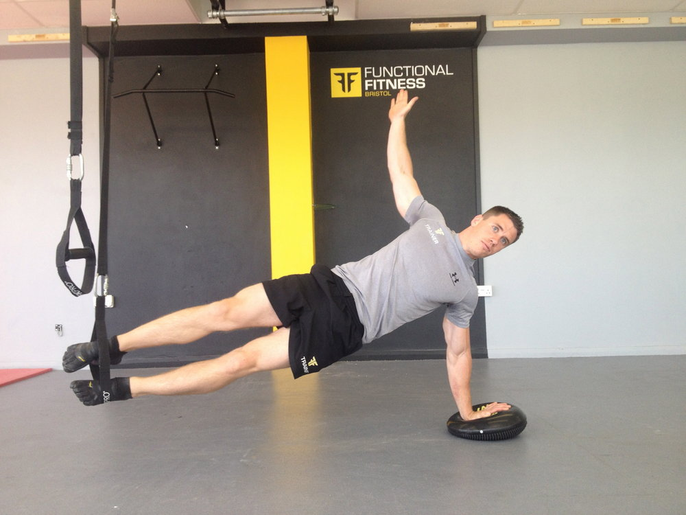 Side Plank long arm on cushion feet in straps, 90 kb