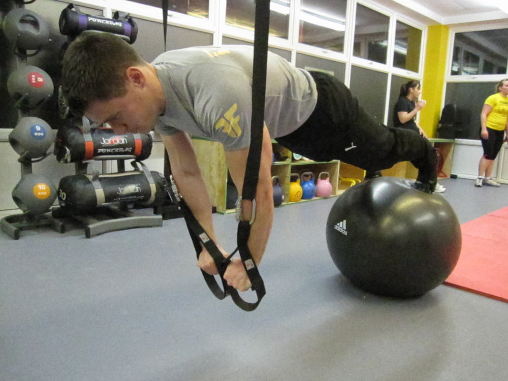 Front Plank straps and feet on ball advanced plus, 123 kb