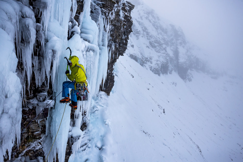 Dave MacLeod on the first ascent of Transition, shortly before ankle surgery, 161 kb