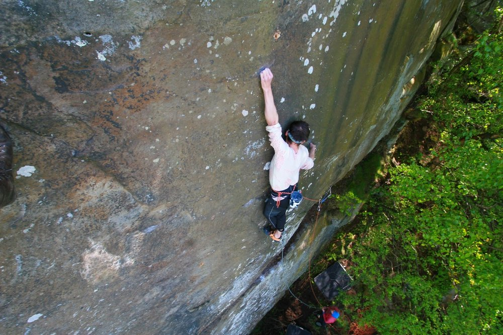 Franco climbing Divine Moments of Truth H10 7a, 172 kb