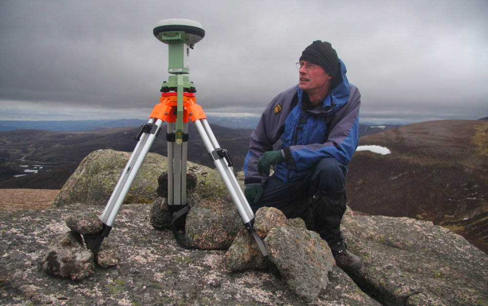 Graham beside the Leica GS15 on the summit tor of Meall Gaineimh, 137 kb