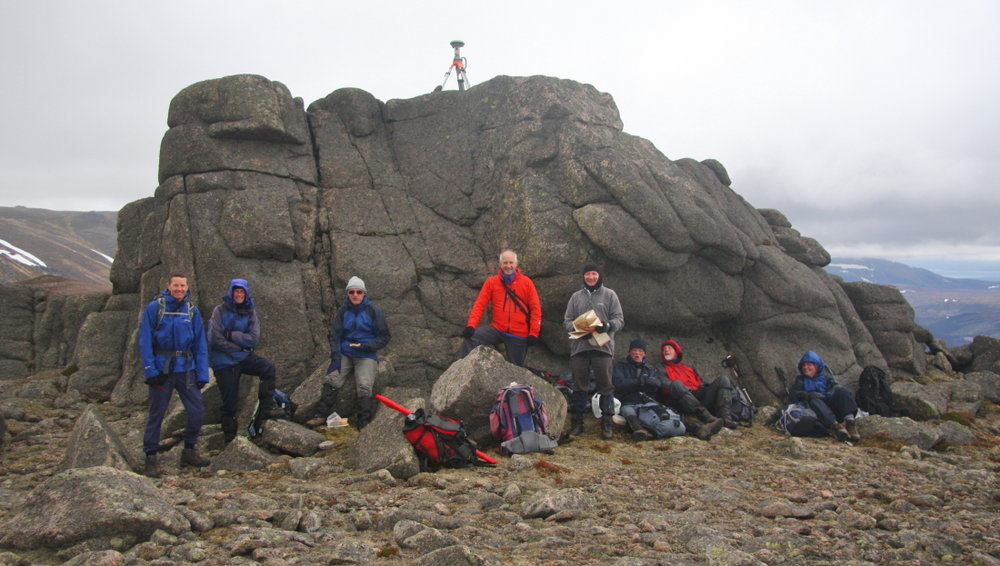 The Leica GS15 on the summit tor of Meall Gaineimh with some of the team sheltering below , 132 kb