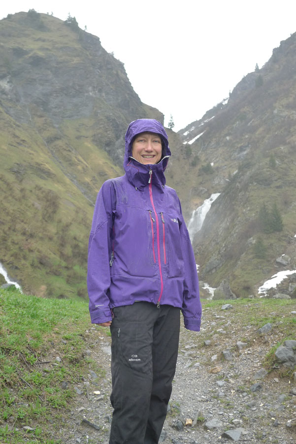 The long sleeves of the Rab Women's Neo Guide Jacket keeping the hands dry Y Caroline Mulligan