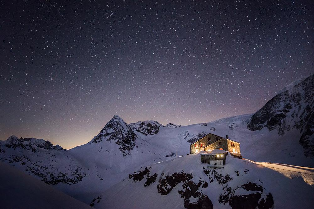 Cabane des Dix by night, 223 kb
