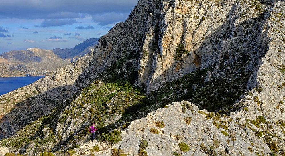 Dramatic rock ridges - tick, 215 kb