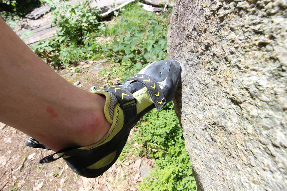 Scarpa Vapour V - in action on a small hold © UKC Gear