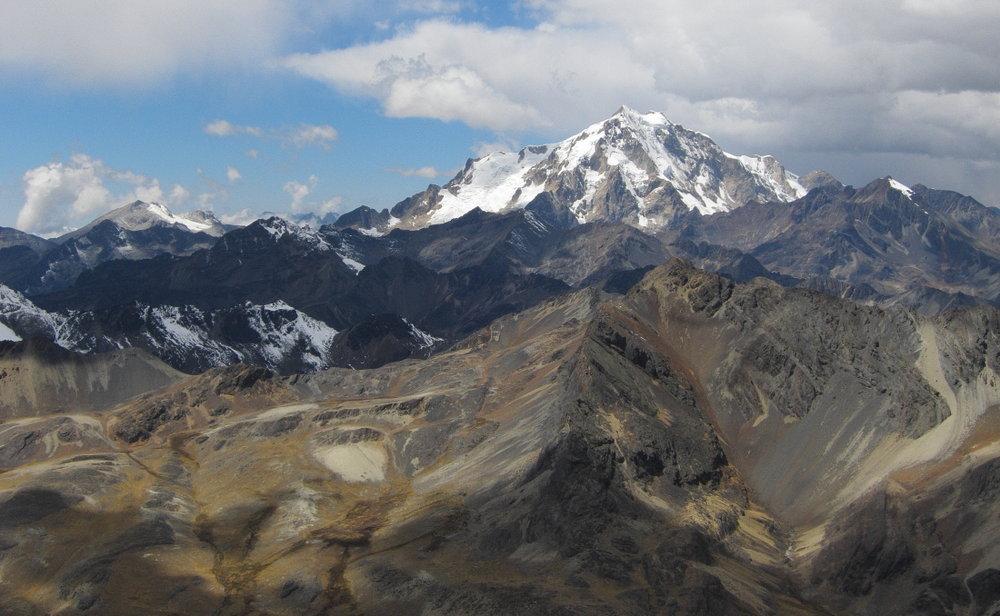 Mini Mirador (foreground) and the humungous Huayna Potosi from Pico Austria, 122 kb
