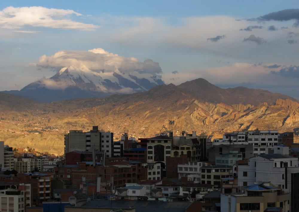 Illimani from downtown La Paz, 118 kb