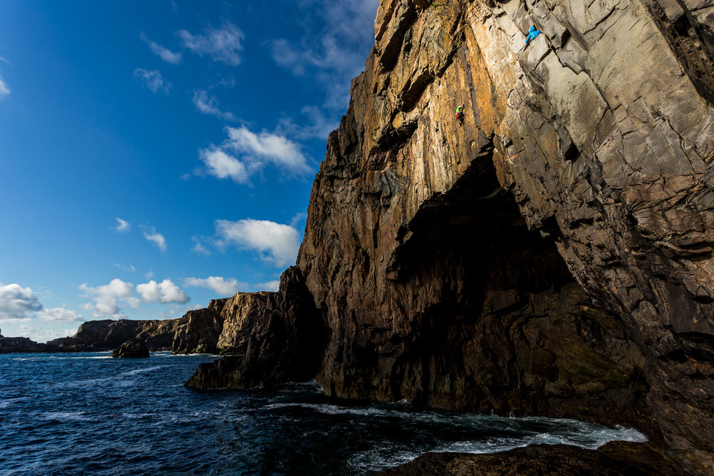 Wild exposure in the Hebrides. Natalie Berry and Dave Macleod on Prozac Link E4 6a, 227 kb