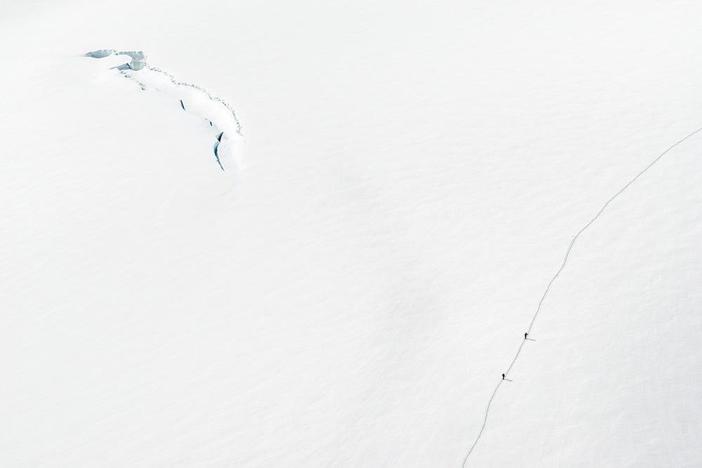 Alpinists heading towards the Tete Blanche, Switzerland, 55 kb
