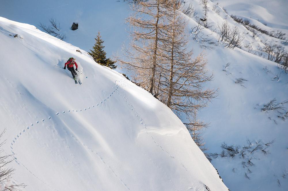 Liz Smart ski touring at the Dent d'Emaney, Marécottes, Switzerland, 184 kb