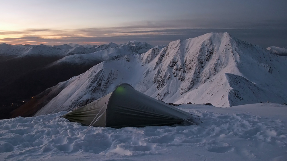 Stob Coire a' Chairn summit camp, just before dawn (Mamores), 161 kb