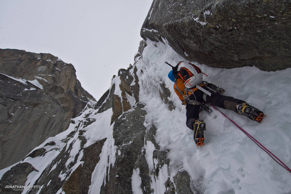 Tom Grant on an upper pitch of Ice is Nice, 184 kb