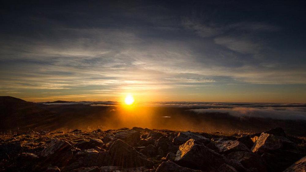 Sunrise from Beinn a' Ghlo, 68 kb