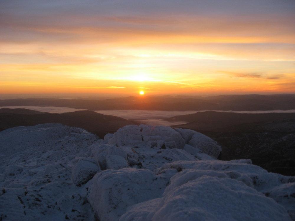 Winter sunrise on Schiehallion, 74 kb