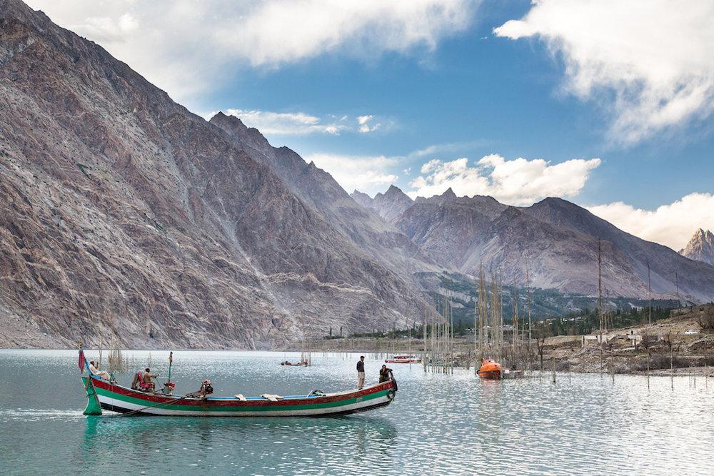 Boat drivers on Ata Abad Lake., 200 kb