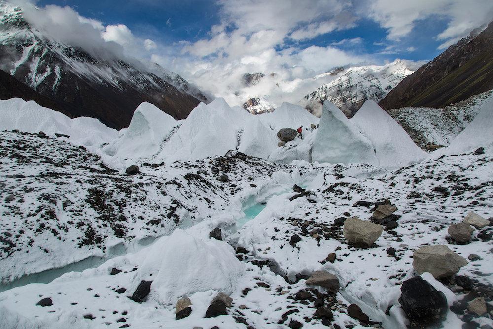 Negotiating the towering ice pinnacles of the Karakoram glaciers., 212 kb