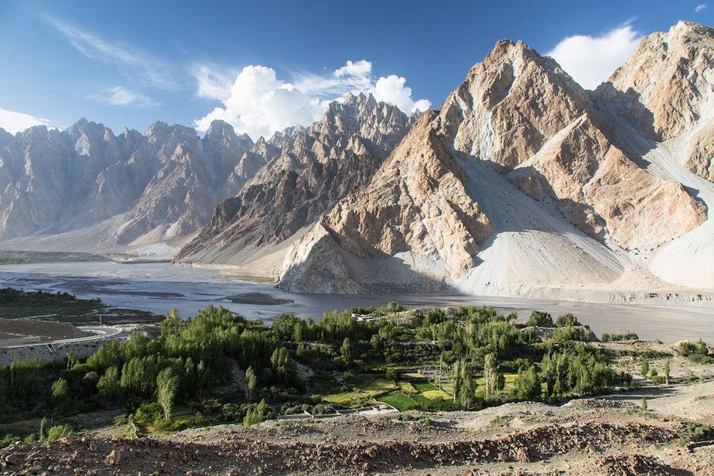 Upper Hunza Valley, Karakoram Mountains, 206 kb